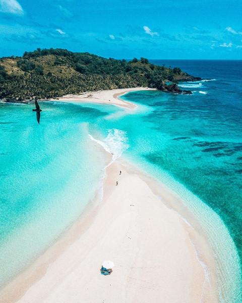 Thời tiết nhiệt đới lý tưởng: Fiji là lối thoát hoàn hảo để bạn tạm tránh xa mùa hè nóng nực. Gió biển nhẹ nhàng cùng ánh nắng mặt trời nhiệt đới ấm áp đã góp phần khiến nơi đây trở thành thiên đường nghỉ mát. Ảnh: Luxuryworldtraveler, Hotelsandresortsafrica
