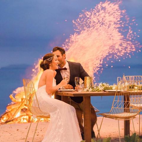 Được mệnh danh là thiên đường nổi ở Fiji, Cloud 9 là địa điểm vui chơi giải trí trên biển nổi tiếng với quán bar tuyệt đẹp, tiệm bánh pizza xinh xắn và trung tâm thể thao dưới nước mang đến những trải nghiệm tuyệt vời. Nằm trên đảo Mamamnuca, Malamala cũng sẽ mang đến cho du khách một ngày vui chơi tuyệt vời, thỏa sức sống ảo với hồ bơi vô cực ngoạn mục, những chiếc lều rực rỡ bên bờ biển... Ảnh: Malamalabeachclub, Rebexum.