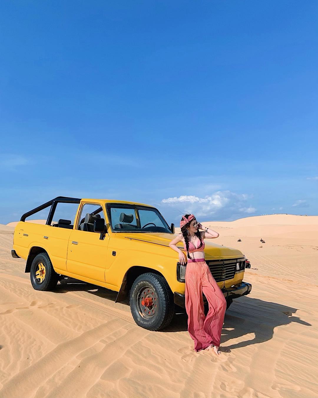 Đến Phan Thiết ngắm hoàng hôn lãng mạn nhất ở đồi cát Bàu Trắng - iVIVU.com