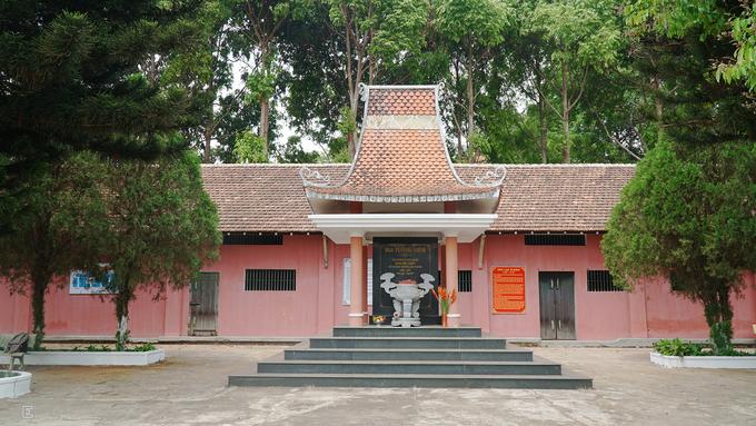 Nhà lao Pleiku được người Pháp xây dựng năm 1925 trên một đồi cao ở đường Yết Kiêu, phường Diên Hồng, thành phố Pleiku, Gia Lai. Diện tích của khu trại giam khoảng 7 ha, bao quanh là những bức tường cao 3 m kiên cố với các lớp rào bằng thép gai.