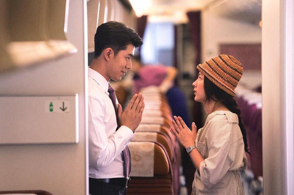 """Nine Naphat hiện là một trong những """"nam thần"""" hàng đầu Thái Lan. Sau khi bộ phim Friend zone được công chiếu, """"chàng bạn thân quốc dân"""" với nụ cười tỏa nắng nhận được nhiều sự mến mộ hơn. Instagam với hơn 2,6 triệu lượt theo dõi của Nine Naphat mới đăng tải hình ảnh """"không góc chết"""" trong chuyến du lịch cùng mẹ tại Nhật Bản."""
