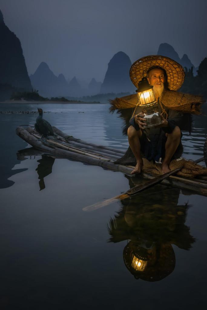 Bắt cá bằng chim cốc là phương thức cổ xưa, xuất hiện vào khoảng năm 960 sau Công Nguyên tại một số quốc gia như Trung Quốc và Nhật Bản. Hiện tại, các ngư dân duy trì chủ yếu để thu hút khách du lịch. Ảnh: Bobby Joshi.