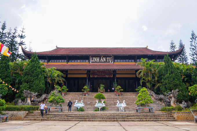 Năm 1999, do nhu cầu Phật tử đến tu học ngày càng đông, chùa được xây dựng quy mô, nổi bật là ngôi chánh điện rộng gần 1.500 m2, mái lợp ngói. Ngoài ra, ở đây còn nhiều công trình khác như nhà thờ tổ, giảng đường, trai đường, vườn Lâm Tỳ Ni...