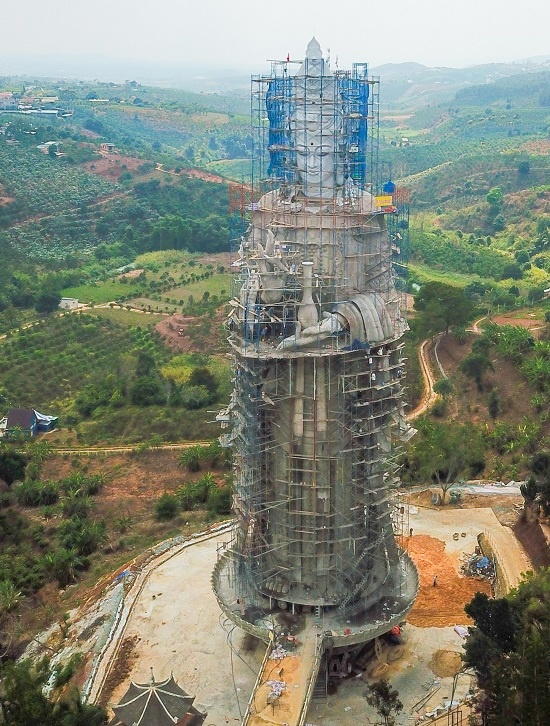 Giữa năm 2017, chùa Linh Ẩn xây dựng tượng Quan âm bồ tát cao 54 m, nhằm tạo điểm nhấn trong khuôn viên chùa.