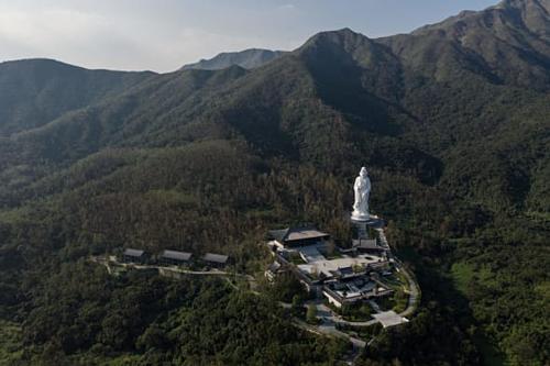 Tu viện Tsz Shan nhìn từ trên cao. Ảnh: Dale De La Rey/AFP.