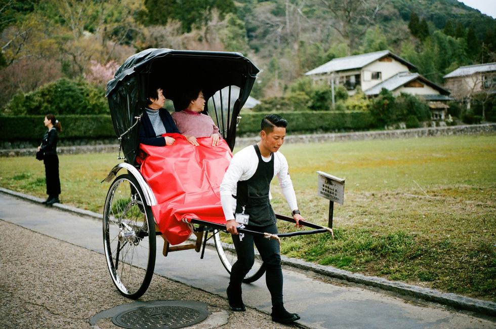 Người phu kéo xe ở Kyoto - Ảnh: ĐĂNG TRÌNH
