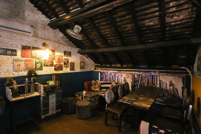 Kết cấu chính của ngôi nhà như tường gạch, mái ngói, gác xép... vẫn được lưu giữ sau hơn 100 năm tồn tại.