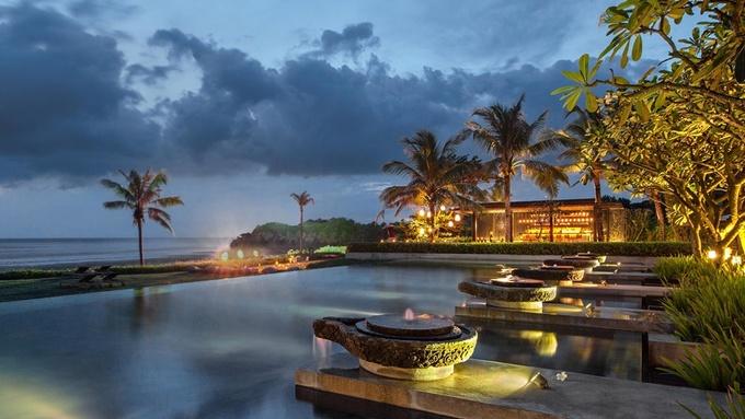 Soori Bali là một trong những khu nghỉ dưỡng đẹp nhất ở Bali (Indonesia) và là nơi dùng nhiều phương án thông minh để bảo vệ môi trường. Tất cả nguồn nước sử dụng trong khách sạn đều lọc từ nước mưa. Ngoài ra, Soori Bali được xây dựng từ chính những vật liệu thân thiện với môi trường của địa phương. Ảnh: Soori Bali.