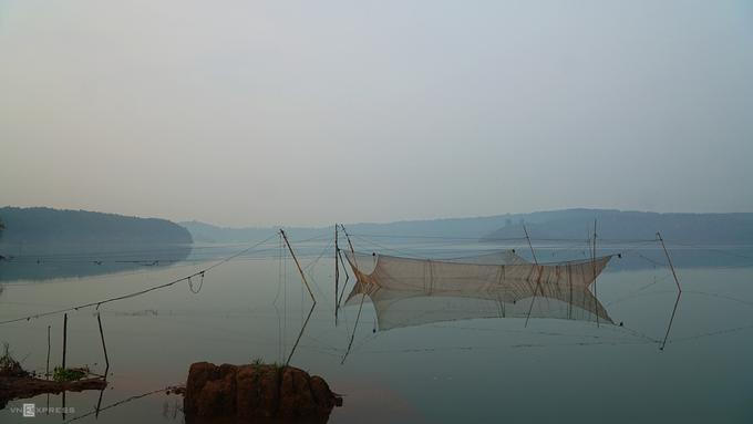 Hồ T'Nưng  Cách Biển Hồ Chè chừng 2 km, hồ T'Nưng còn được gọi là Biển Hồ, là cái tên quen thuộc của người dân Gia Lai. Đây là hồ nước ngọt nằm ở phía tây bắc thành phố Pleiku, cách trung tâm khoảng 7 km theo quốc lộ 14. Hồ này nằm trên cao nguyên địa hình bằng phẳng. Bạn đừng quên ghé một ngọn tháp để quan sát hồ từ trên cao.