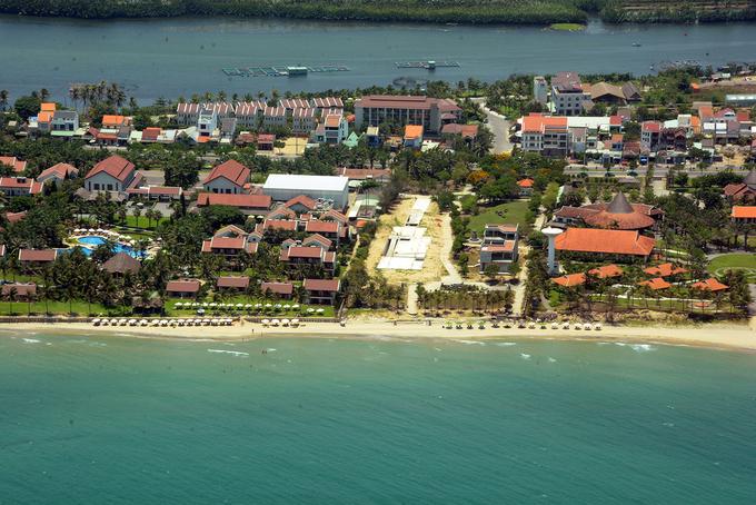 Không chỉ ngắm Đà Nẵng, hành trình còn đưa du khách xuôi về phía Hội An với loạt resort bên bờ biển, nằm dọc con đường nối hai thành phố du lịch nổi tiếng.