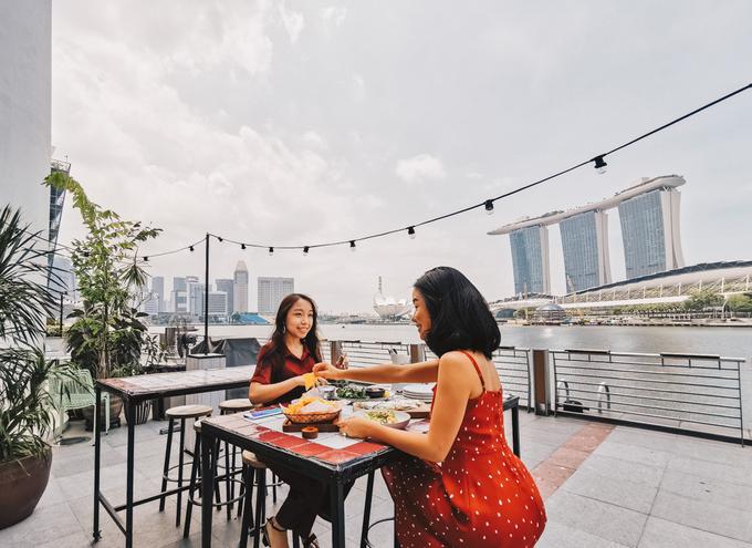 2. Superloco Customs House  Địa chỉ: 70 Collyer Quay, Singapore Giờ mở cửa: thứ 2, thứ 3: 12h - 22h30, thứ 4 - thứ 6: 12h - 0h, thứ 7: 18h - 0h