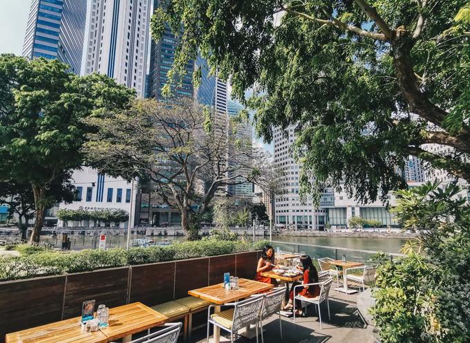 3. Prive at ACM  Địa chỉ: 1 Empress Place, Singapore  Giờ mở cửa: thứ 2 - thứ 5: 8h30 - 10h30, thứ 6 - thứ 7: 8h30 - 0h, chủ nhật: 9h - 22h30