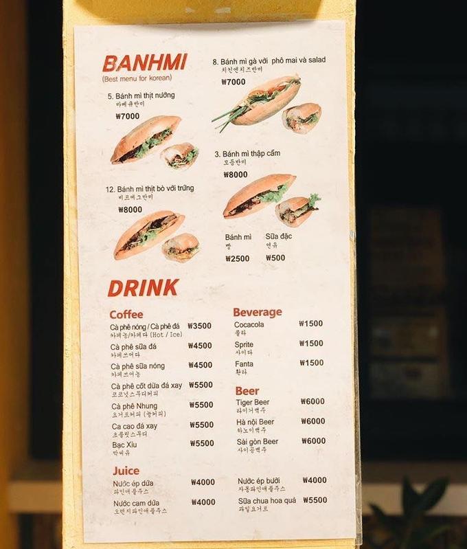 Giá một ổ bánh mì 7.000 - 8.000 won (khoảng 140.000 - 160.000 đồng). Đồ uống có giá từ 1.500 đến 5.500 won/phần (khoảng 30.000 - 110.000 đồng).