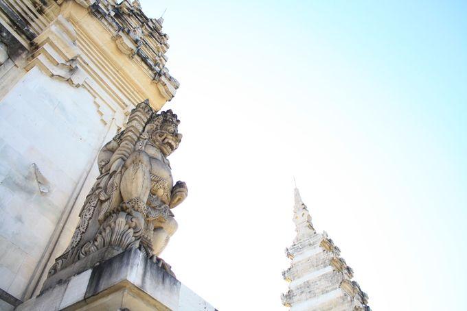 Để giải thích ý nghĩa của Candi Bentar, người Bali có một truyền thuyết kể về sự chia cắt của núi Meru, ngọn núi vàng thần thoại nằm ở trung tâm của vũ trụ, nơi liên kết giữa thiên đàng và tâm trái đất. Theo truyền thuyết cổ của người Hindu, núi Meru là nơi ngự trị của những vị thần tối cao Brahma, Shiva, Vishnu và Davas. Trong đó, các vị thần sẽ ngự ở những vị trí cao thấp khác nhau trên phần thiên đàng của ngọn núi cao một triệu km này. Ảnh: Bali Free Information.