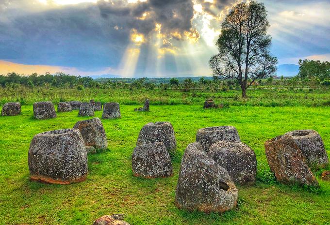 Cánh đồng chum là một quần thể bao gồm 11 địa điểm riêng biệt, nơi tồn tại của nhiều chiếc chum đá cổ nằm trên địa bàn huyện Paek, Phaxay, Phoukoud và Kham của tỉnh Xiêng Khoảng.