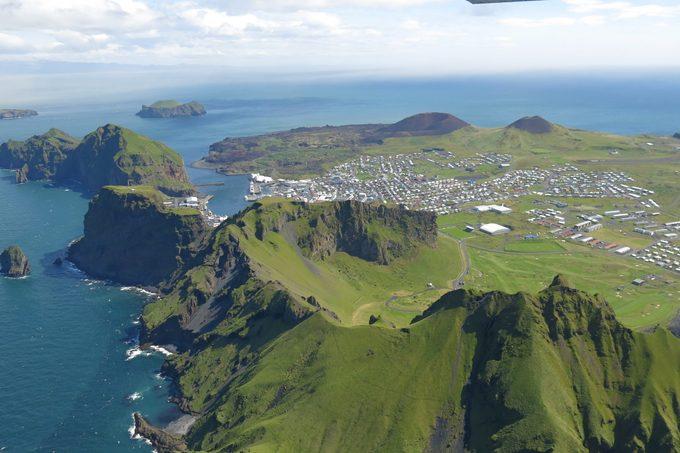 Ghềnh đá đĩa khổng lồ có hình dạng giống con voi ở Iceland – iVIVU.com