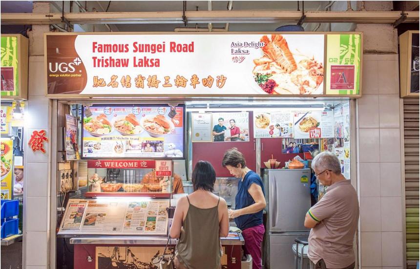 Các khu ẩm thực bình dân vốn là nét đặc trưng không thể thiếu trong văn hóa Singapore.