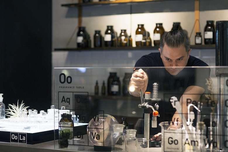 Phòng điều chế nước hoa Oo La Lab mang đến trải nghiệm độc đáo cho những tín đồ mùi hương.