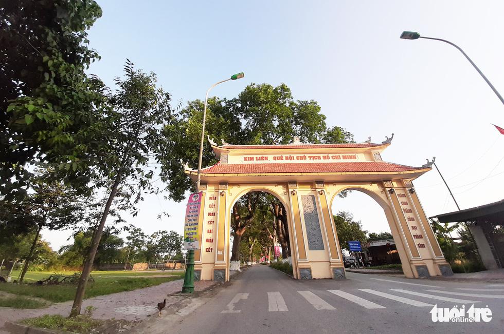 Cổng chào vào Làng Sen Kim Liên, quê nội của Chủ tịch Hồ Chí Minh - Ảnh: DOÃN HÒA
