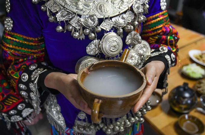 Đồ uống đặc trưng ở Tây Giang Miêu trại là rượu gạo, có mùi vị khá giống rượu nếp, rượu cần ở Việt Nam.