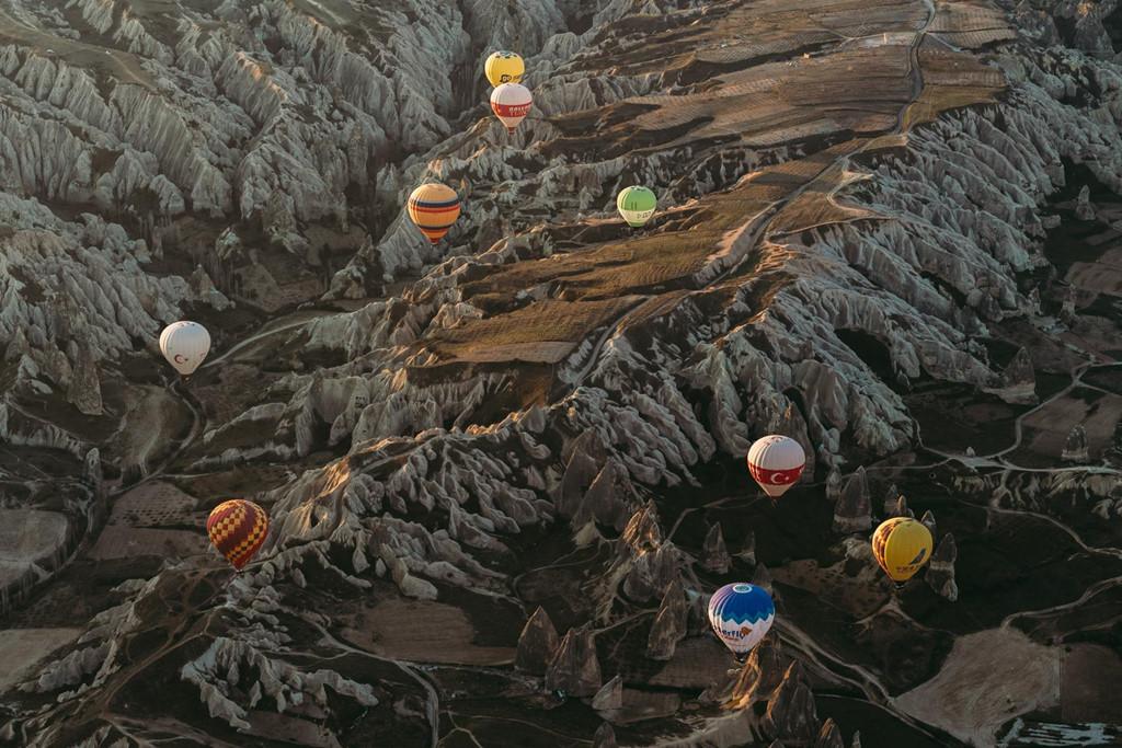 Khinh khí cầu là nét nổi bật của vùng đất Cappadocia. Đây cũng là đặc điểm chính thu hút du khách thế giới đến với nơi này.