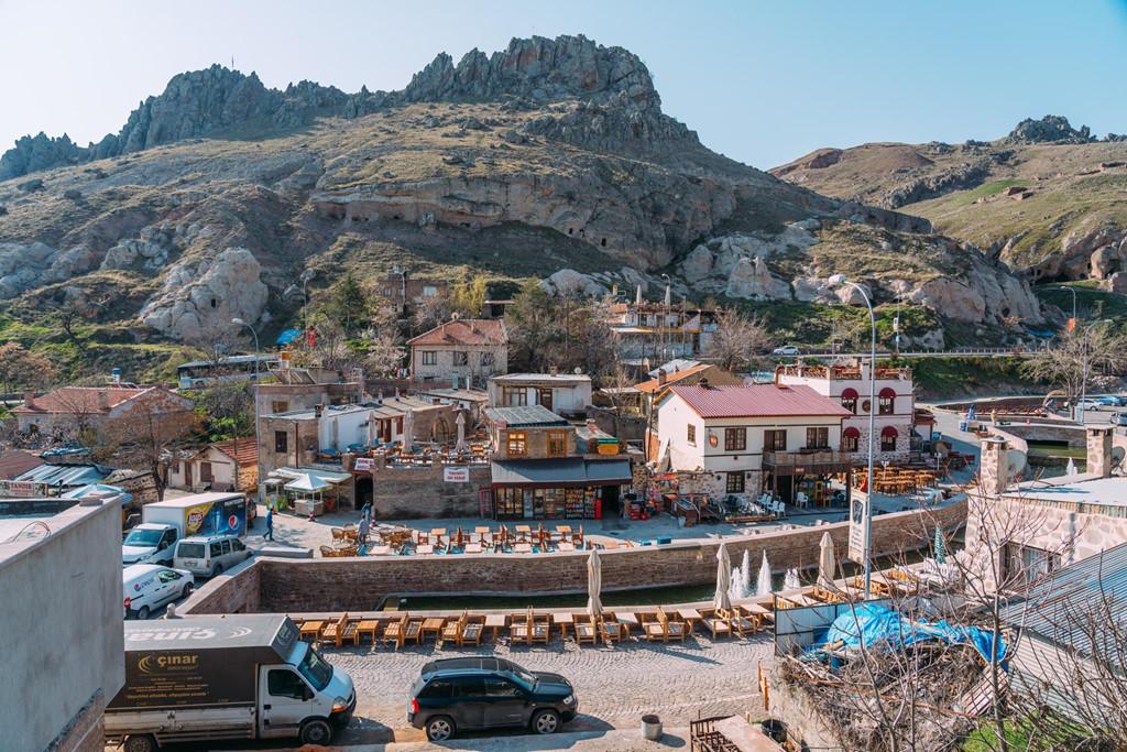 Khung cảnh ngôi làng còn sử dụng tiếng Hy Lạp là ngôn ngữ chính thuộc địa phận Konya.