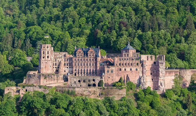 Nét cổ kính của lâu đài Heidelberg chính là điểm thu hút hàng triệu khách du lịch mỗi năm. Đây là nơi ngự trị của các bá tước vùng Pfalz trong 5 thế kỷ, bắt đầu xây dựng dưới thời bá tước Ruprecht I (1309-1390). Ảnh: IB Times UK.
