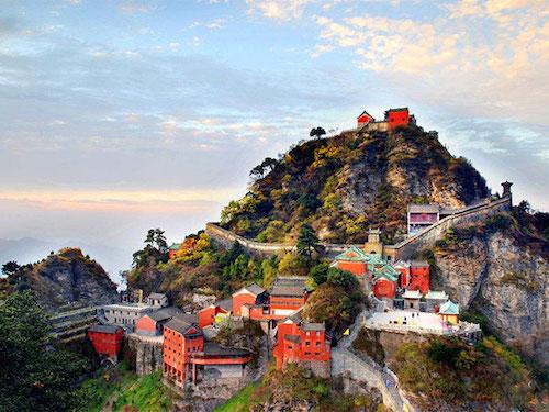 Núi Võ Đang là một trong Tứ đại Đạo giáo danh sơn của Trung Quốc và là một địa điểm hành hương quan trọng của Đạo giáo. Ảnh: Top Travel China.