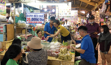 quan-banh-beo-hon-20-nam-dong-khach-o-cho-ben-thanh-ivivu-1