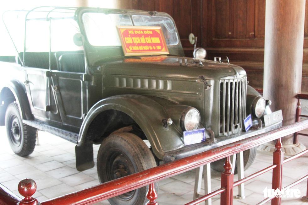 Xe đưa đón Chủ tịch Hồ Chí Minh về thăm quê ngày 16-6-1957 được trưng bày tại Khu di tích Kim Liên - Ảnh: DOÃN HÒA