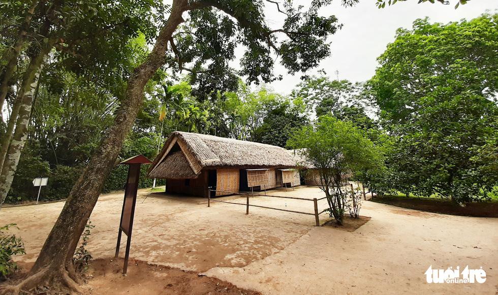 Đến với Làng Sen, du khách vừa được chiêm ngưỡng cảnh làng quê điển hình của Việt Nam - Ảnh: DOÃN HÒA