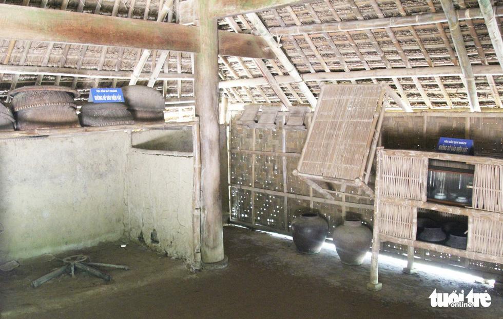 Gian bếp ở quê nội Bác Hồ còn lưu giữ những hiện vật đơn sơ - Ảnh: DOÃN HÒA