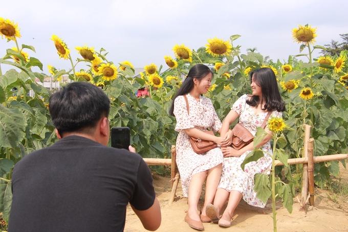 Mùa hè, thời tiết ở Huế nắng gắt. Sáng sớm hoặc chiều tà là thời gian lý tưởng cho du khách đến chụp ảnh.