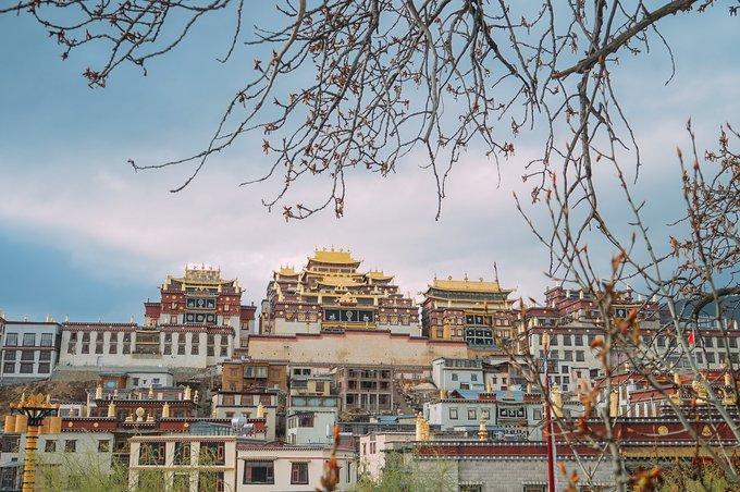 Tùng Tán Lâm Tự, thuộc thị trấn Shangri-La nằm ở cực bắc tỉnh Vân Nam.