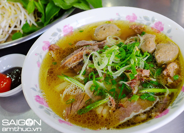 Không sợ bụng đói với hàng loạt địa điểm ăn uống tại Sài Gòn (Phở Lệ)