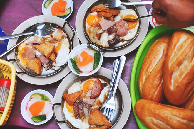 Không sợ bụng đói với hàng loạt địa điểm ăn uống tại Sài Gòn (Bánh mì Hòa Mã)