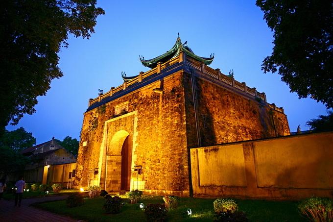 Cửa Bắc thành Hà Nội hiện nằm trong quần thể di tích Hoàng thành Thăng Long. Du khách muốn lên vọng lâu có thể mua vé tham quan Hoàng thành ở cổng trên đường Hoàng Diệu, giá 30.000 đồng mỗi lượt. Khu này mở cửa các ngày trong tuần, trừ thứ hai, từ 8h đến 17h.