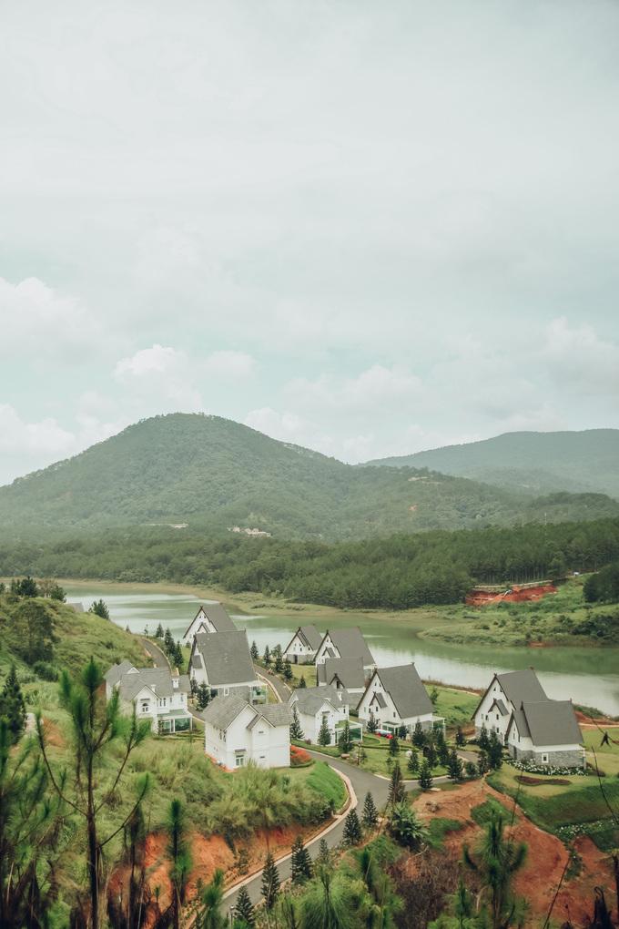 Bộ ảnh được chụp trên con đường đi đến đồi Thiên Phúc Đức, thuộc phường 7, TP Đà Lạt.