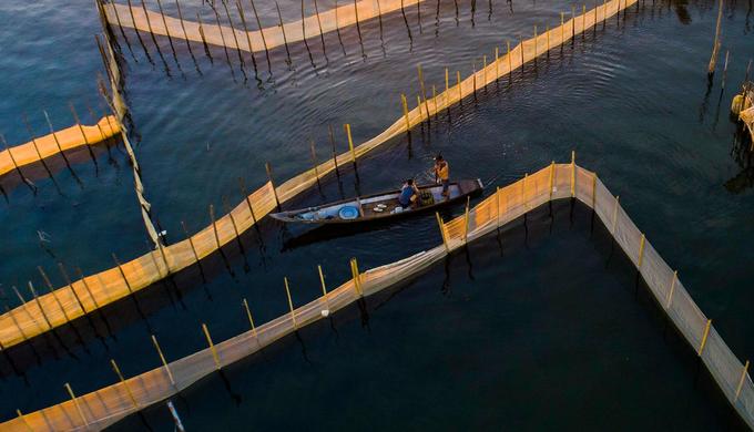 Trước đây, đầm phá Tam Giang là vùng đất rộng ngập sâu trong nước, nhiều sình lầy, sóng gió và thuyền bè đi lại dễ gặp nạn. Nhưng ngày nay khu vực đầm phá này dễ đi lại, có nguồn tài nguyên biển để người dân đánh bắt sinh sống, trong đó Đầm Chuồn còn là nơi du khách trải nghiệm cuộc sống mưu sinh của người dân.