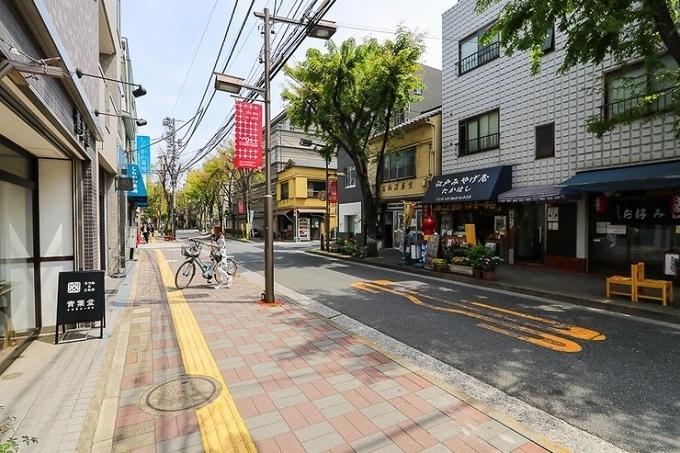Các con phố chính ở đây đều có tàu điện ngầm đi qua, du khách dễ dàng di chuyển.