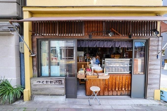 Cửa hàng bán Tsukudani, món ăn có thành phần là côn trùng, rong biển...