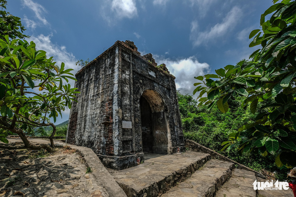 Di tích Hoành Sơn Quan tọa lạc trên đỉnh đèo Ngang - Ảnh: NAM TRẦN