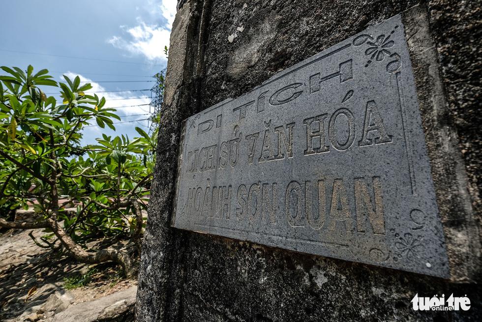 Hoành Sơn Quan trên đỉnh đèo Ngang được Hà Tĩnh và Quảng Bình xếp hạng di tích lịch sử văn hoá thuộc tỉnh năm 2005 và từng lập hồ sơ xin di tích quốc gia nhưng chưa được công nhận - Ảnh: NAM TRẦN
