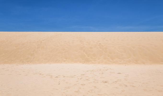 Điểm du lịch nổi tiếng nhất tại đây là Phương Mai - một trong những đồi cát cao nhất và đẹp nhất miền Trung, bên cạnh những địa danh như Mũi Né (Bình Thuận), Quang Phú (Quảng Bình), Nam Cương (Ninh Thuận)...
