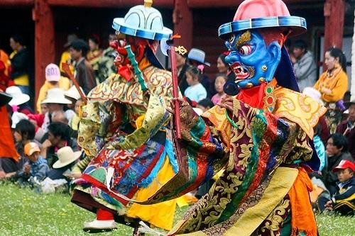 Lễ cầu nguyện Monlam là lễ hội lớn nhất ở Tây Tạng, thường được tổ chức từ ngày 4 đến 11 tháng Giêng, theo lịch mặt trăng. Ảnh: Equus Journeys.