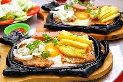 Bò né có hương vị thơm ngon và thịt mềm khi được nướng chín tới. Ảnh: Bò né 3 ngon Đà Nẵng.