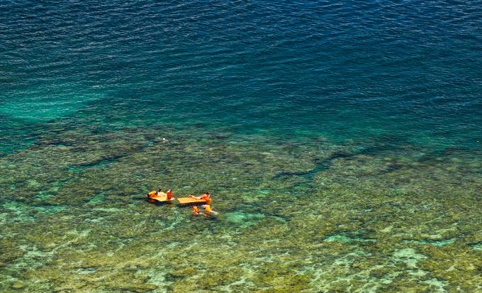 Thuộc xã đảo Nhơn Châu, Cù Lao Xanh rộng khoảng 400 ha, nổi tiếng bởi cảnh đẹp hoang sơ cùng những rạn san hô đầy màu sắc gần bờ. Địa điểm được nhiều người du khách lựa chọn khi tới đây là khu dã ngoại Cù Lao Xanh, do bãi cát trắng, nhiều san hô, ít tàu thuyền của ngư dân và có sẵn các dịch vụ bơi lặn, ăn uống trên bờ.