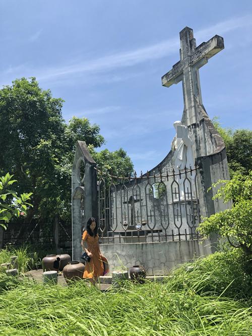 Nếu có thời gian, bạn hãy thong thả dạo bước chiêm ngưỡng những bức tượng, tác phẩm điêu khắc tỉ mỉ ở nơi đây. Mỗi khu vực đều thể hiện một triết lý, tích riêng trong Kinh thánh.