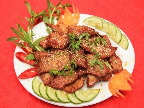 Các món ăn ở quán được trình bày hấp dẫn và đẹp mắt. Ảnh: Thoan Hà.
