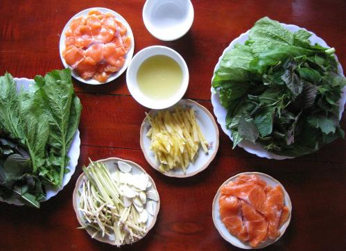 Gỏi cá hồi là một trong những món nên thử khi đến Mộc Châu. Ảnh: Dulichmocchau.